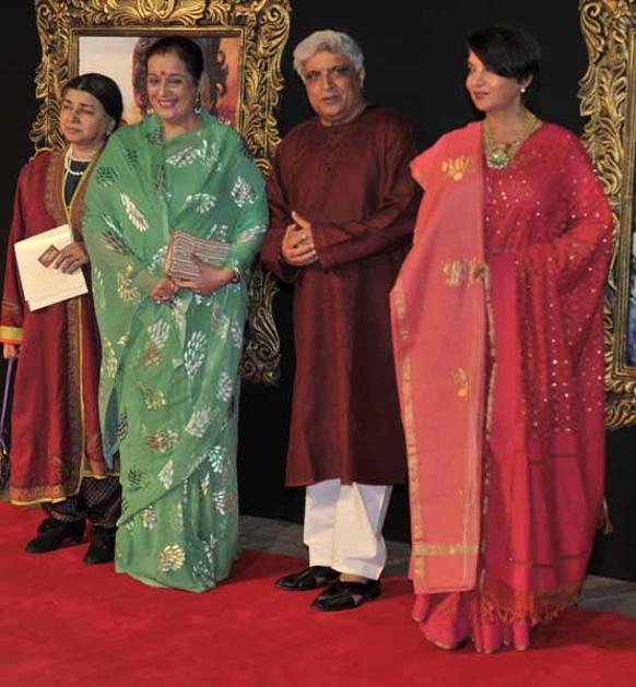 फिल्म के प्रीमियर पर सोनाक्षी सिन्हा की मां पूनम सिन्हा, जावेद अख्तर और शबाना आजमी।