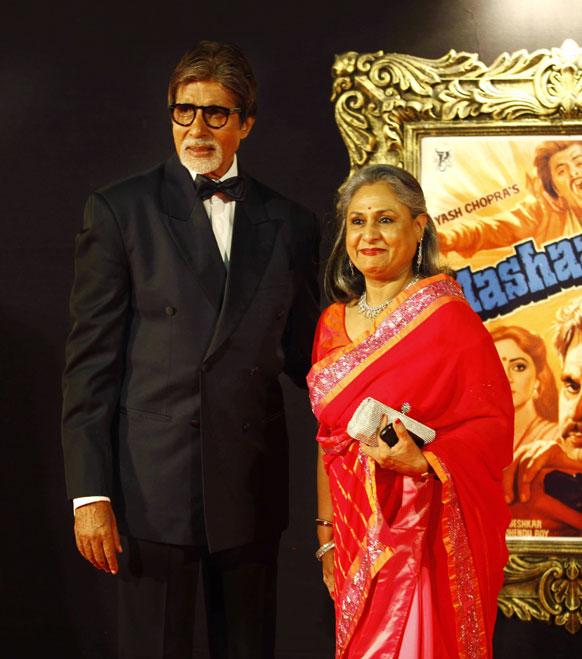 मुंबई में फिल्म जब तक है जान के प्रीमियर के मौके पर जया बच्चन और अमिताभ बच्चन भी पहुंचे।