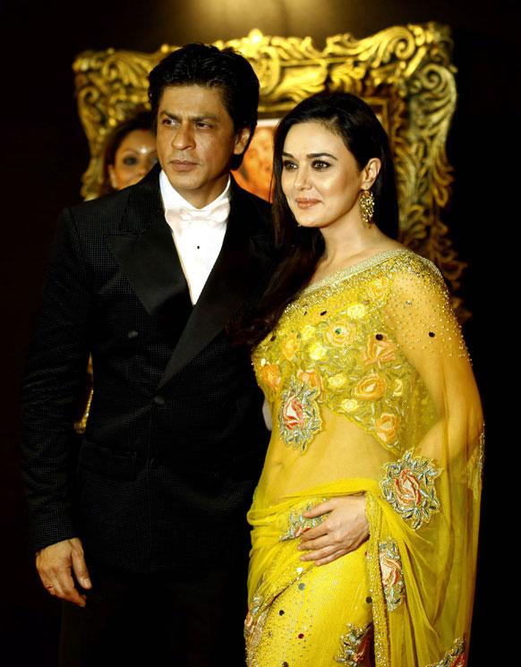 प्रीति जिंटा के साथ अभिनेता शाहरूख खान।