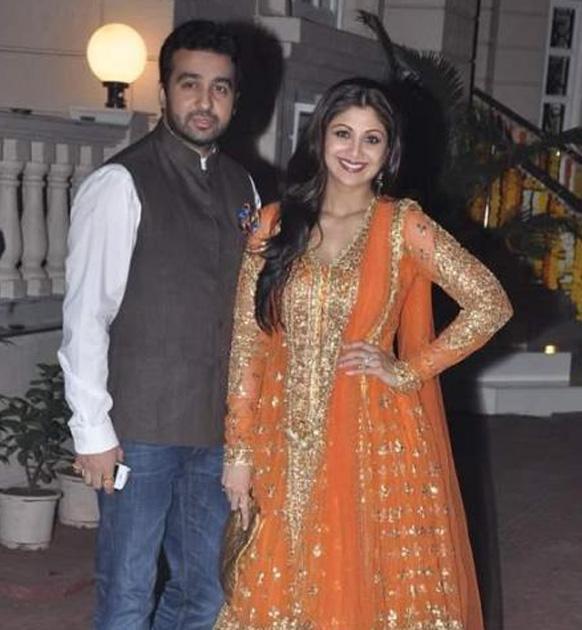 शिल्पा शेट्टी अपने पति राज कुंद्रा के साथ।