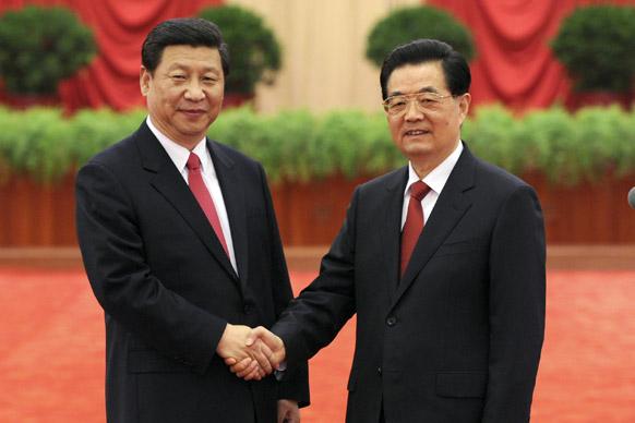 हि जिंताओ के साथ चीन के नए नेता शी जिनपिंग।