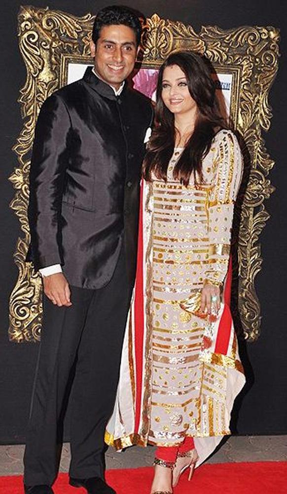 ऐश्वर्या राय और अभिषेक बच्चन ने अबू-संदीप के डिजाइन किए ड्रेस पहने हुए।