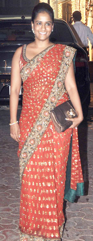 दिवाली पार्टी के मौके पर सलमान खान की बहन अर्पिता खान।