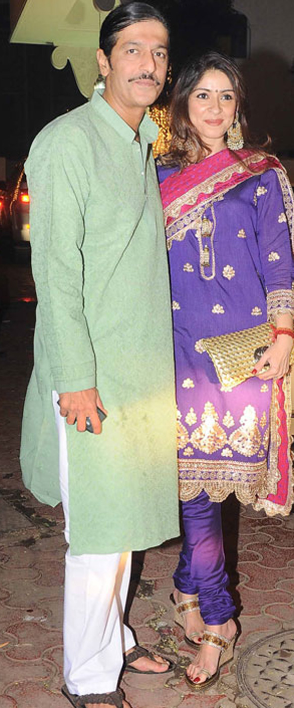 अभिनेता चंकी पांडे और उनकी पत्नी भावना पांडे।