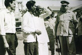 एक स्थान पर शिव सेना प्रमुख बाल ठाकरे।