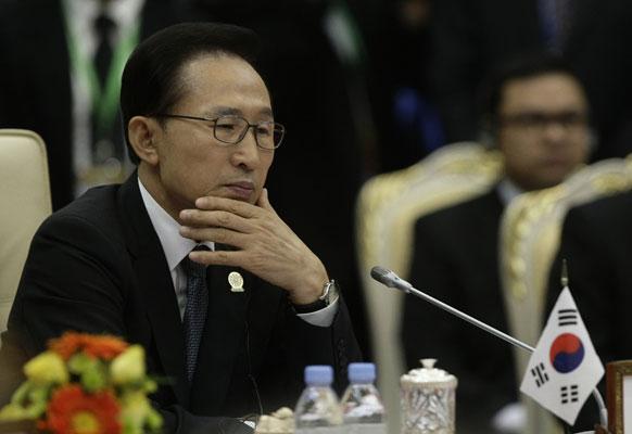 पांचवीं ASEAN - दक्षिण कोरिया समित में दक्षिण कोरिया  के राष्ट्रपति ली म्यूंग बैक।