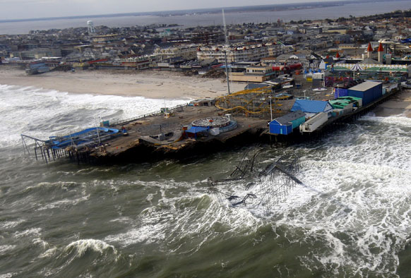 अमेरिका में सैंडी तूफान के बाद तबाही का एक दृश्य।