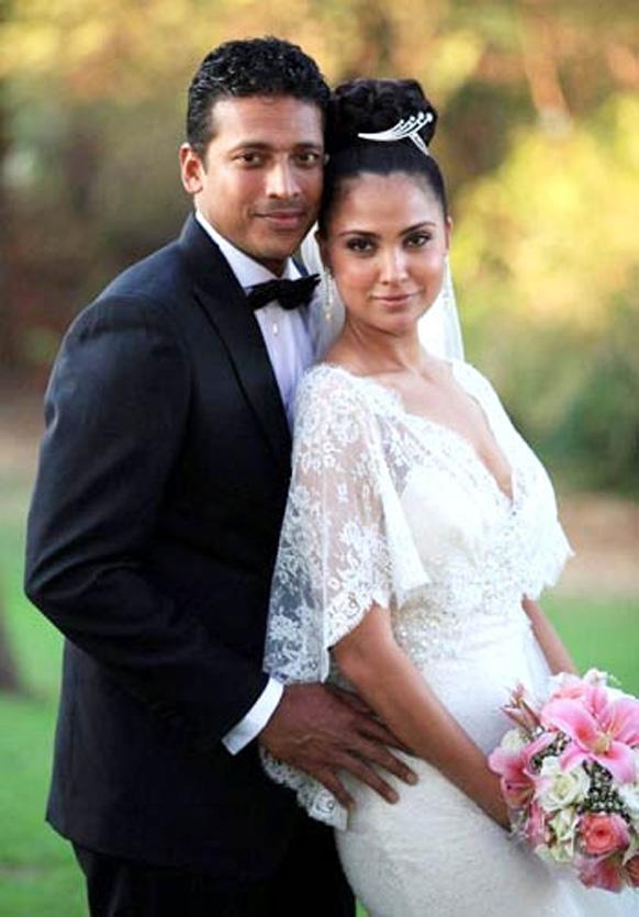 गोवा में अपनी शादी के मौके पर आकर्षक लिबास में अभिनेत्री लारा दत्ता।