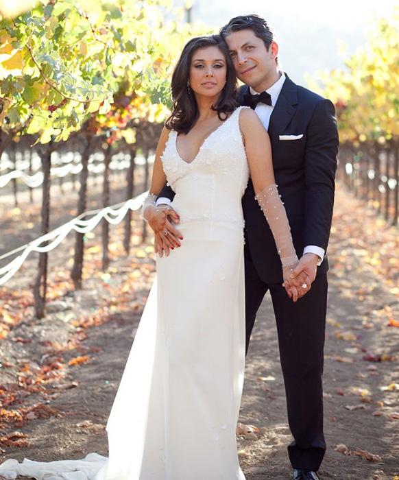 जेसन देहनी के साथ शादी के बाद अभिनेत्री लिजा रे ने वेंडेल राड्रिक्स के डिजाइन किए गाउन को पहना।