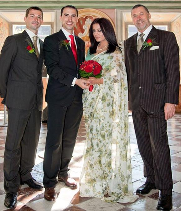 सेलिन जेटली ने पीटर हैग के साथ चुपके से शादी कर ली। इस भव्य मौके पर सेलिना ने हरे और सफेद रंग की साड़ी को पहना।
