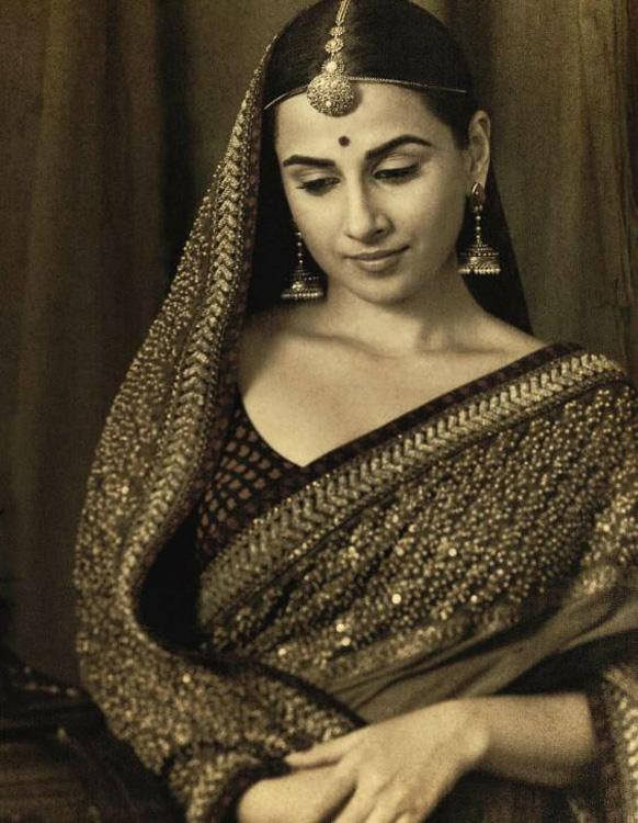 दुल्हन के लिबास में अभिनेत्री विद्या बालन। ज्ञात हो कि विद्या की शादी 14 दिसंबर को सिद्धार्थ राय कपूर से होगी।