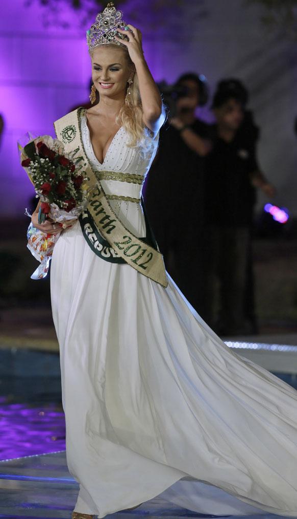 मनीला में मिस अर्थ 2012 की विजेता तेरेजा फजक्सोवा।