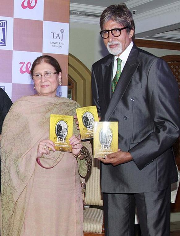 बॉलीवुड के शहंशाह अमिताभ बच्चन ने गायक मोहम्मद रफी की पोती यस्मिन रफी द्वारा लिखी गई पुस्तक 'मोहम्मद रफी माय अब्बा- ए मेमोआयर' को लॉन्च की।