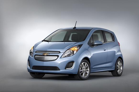 जनरल मोटर्स की नई कार को लॉस एंजेलिस में पेश किया गया।