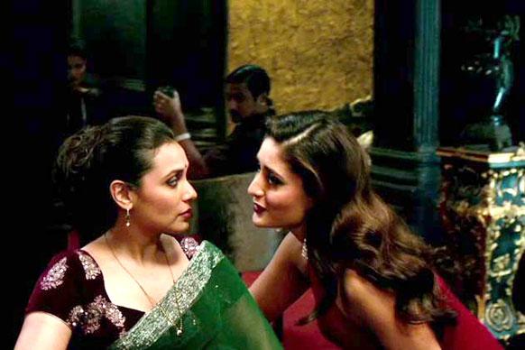 फिल्म तलाश के एक सीन में रानी मुखर्जी और करीना कपूर।