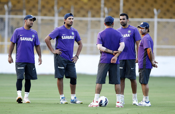 अभ्यास के दौरान टीम इंडिया के खिलाड़ी।