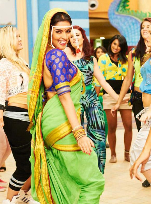 असिन ने इस फिल्म मराठी मुल्गी की भूमिका में।