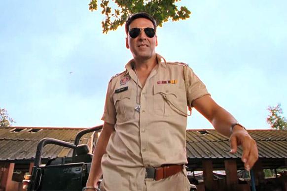 फिल्म 'खिलाड़ी 786' के जरिए अक्षय कुमार पुलिस की वर्दी में बड़े पर्दे पर लौटे।
