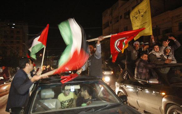 फिलिस्तीन ने संयुक्त राष्ट्र महासभा में हुए ऐतिहासिक मतदान में जबर्दस्त जीत हासिल की है। इससे विश्व निकाय में फिलिस्तीन का दर्जा अब गैर सदस्यीय पर्यवेक्षक राष्ट्र के रूप में होगा। गाजा सिटी की सड़कों पर जीत का जश्न मनाते लोग।जीत
