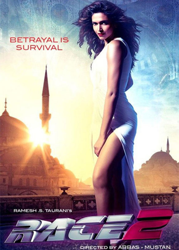 इस फिल्म के निर्माताओं की ओर से जारी पहले पोस्टर में आकर्षक दीपिका।