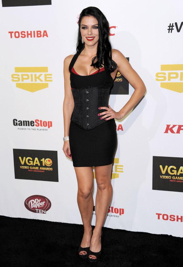 कैलिफो्र्नियां में 10वां वार्षिक वीडियो गेम अवॉर्ड में हिस्सा लेती हुई अड्रैंन कर्री।