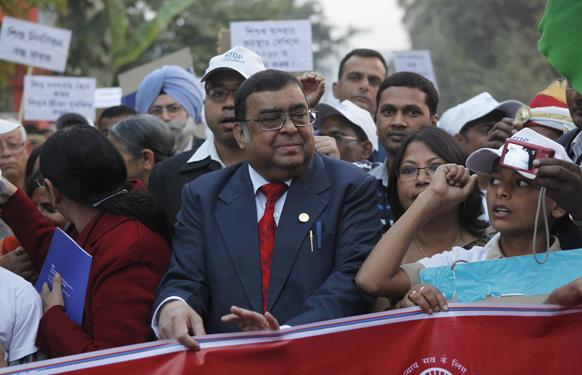 गुवाहाटी में बाल मजदूरी के खिलाफ चलाए गए अभियान के तहत आयोजित एक रैली में भारत के मुख्य न्यायाधीश अल्तमस कबीर।