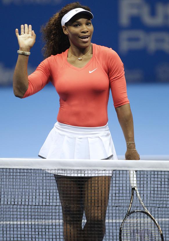 साओ पाउलो में जिलेट फेडरर टूर एक्जीबिशन टेनिस मैच के दौरान अमेरिकी टेनिस की महिला खिलाड़ी सेरेना विलियम्स।