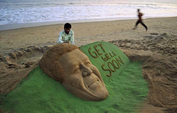 कलाकार सुदर्शन पटनायक ने सेंड से बनाया दक्षिण अफ्रीका के पूर्व राष्ट्रपति नेल्सन मंडेला।