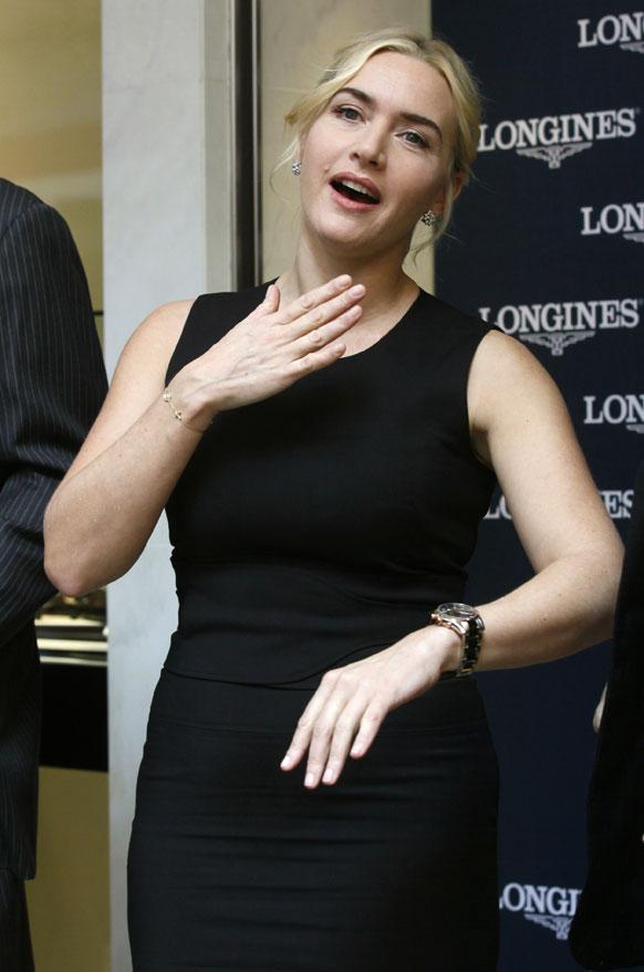 हांगकांग: एक वॉच ब्रांड के फ्लैगशिप स्टोर के उद्घघाटन कार्यक्रम में शिरकत करतीं ब्रिटिश अदाकारा केट विंसलेट।