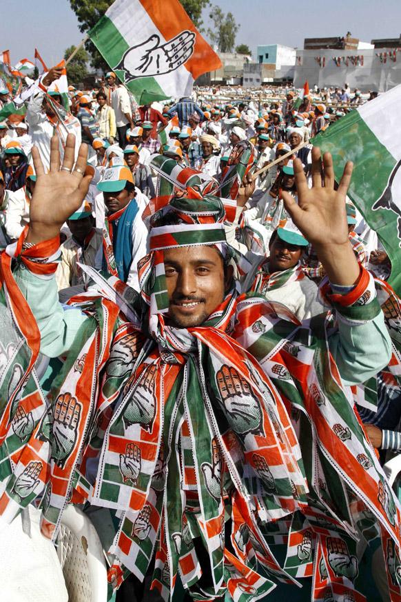 गुजरात विधानसभा चुनाव में कांग्रेस के समर्थक।