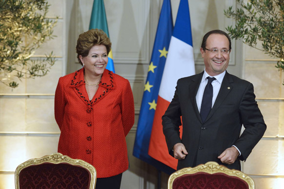 ब्राजील की राष्ट्रपति डिल्मा रॉसेफ और फ्रांस के राष्ट्रपति फ्रांकोइस हॉलैंड।