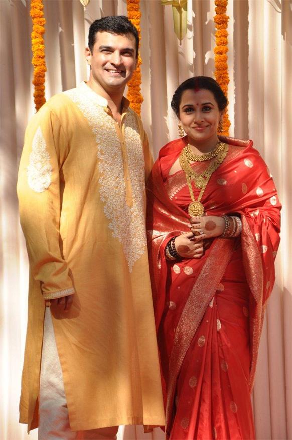 विवाह समारोह में पंजाबी और तमिल परंपराओं का संगम रहा।