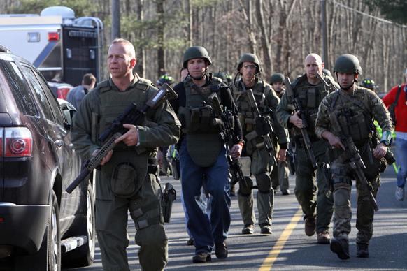 न्यूटाउन में गोलीबारी की घटना के बाद वहां भारी संख्या में सुरक्षा बलों को तैनात किया गया।