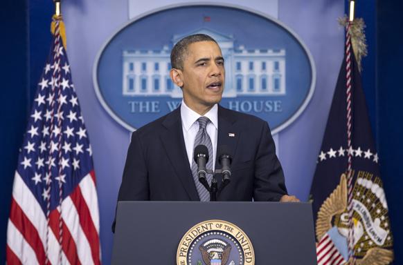 ह्वाइट हाउस के ब्रीफिंग रूम में कनेक्टिकट प्राइमरी स्कूल में हुई गोलीबारी के बारे में अपनी बात रखते अमेरिकी राष्ट्रपति बराक ओबामा।