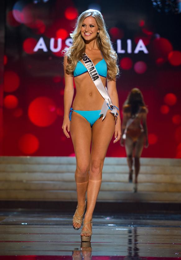 मिस यूनिवर्स 2012 स्विमसूट स्पर्धा के दौरान मिस ऑस्ट्रेलिया रेनी आयरिस।