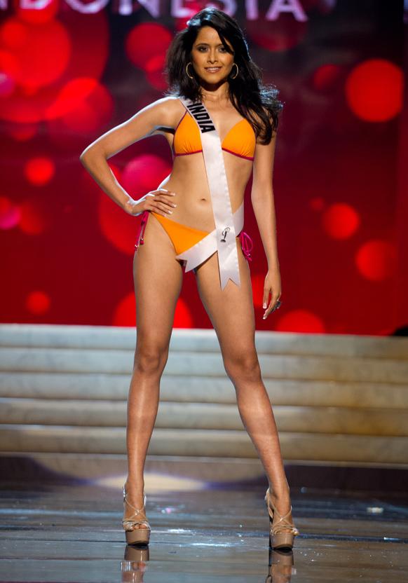 मिस यूनिवर्स 2012 स्विमसूट स्पर्धा के दौरान मिस इंडिया शिल्पा सिंह।
