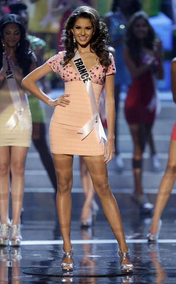 मिस यूनिवर्स प्रतियोगिता 2012 में अंतिम 16 में मिस फ्रांस मेरी पायेट।