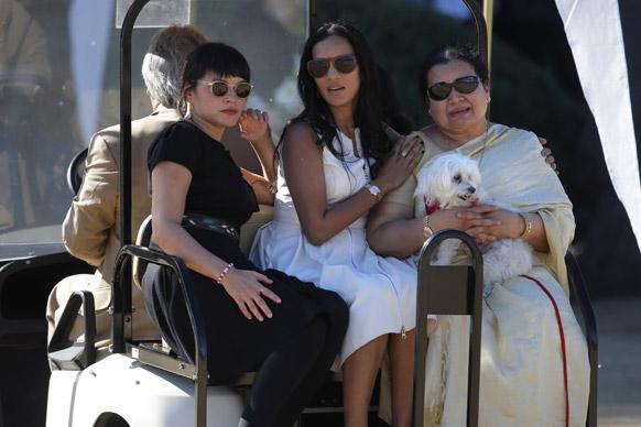 मशहूर सितार वादक स्वर्गीय रवि शंकर की पत्नी सुकन्या राजन और पुत्री अनुष्का शंकर तथा नौरा जोन्स।
