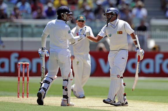 मेलबर्न में ऑस्ट्रेलिया के साथ खेलते हुए श्रीलंका के कुमार संगकारा ने टेस्ट में 10 हजार रन पूरे किए।