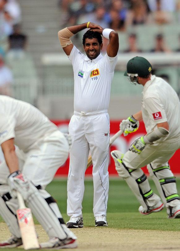 ऑस्ट्रेलिया: मेलबर्न क्रिकेट स्टेडियम में टेस्ट मैच के दूसरे दिन श्रीलंकाई गेंदगाज धम्मिका प्रसाद गेंदबाजी के बाद प्रतिक्रिया जताते हुए।