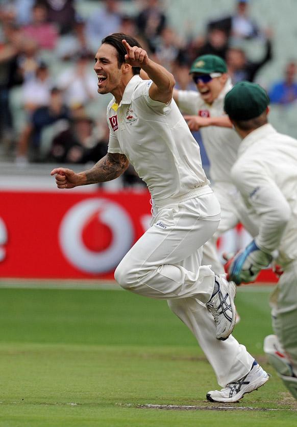 मेलबर्न क्रिकेट ग्राउंड में श्रीलंका के तिलकरत्ने दिलशान का विकेट लेने के बाद खुशी मनाते आस्ट्रेलियाई गेंदबाज मिशेल जॉनसन।