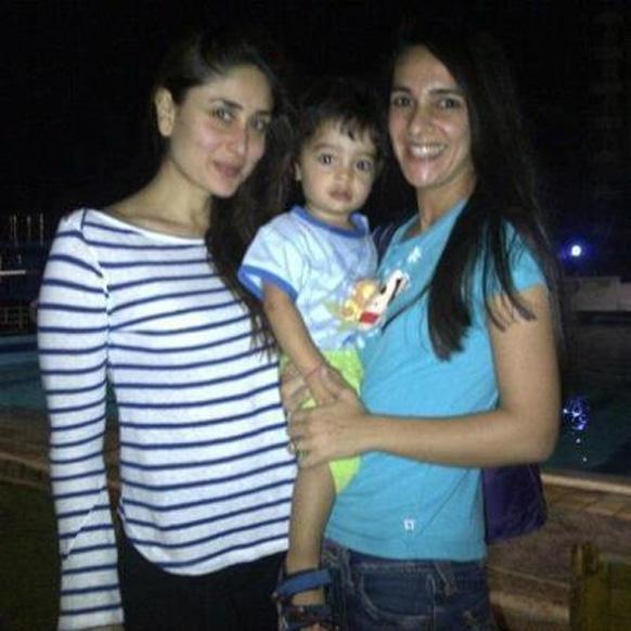 अभिनेत्री तारा शर्मा और उसके बेटे के साथ एक फोटो में मशहूर अदाकारा करीना कपूर।