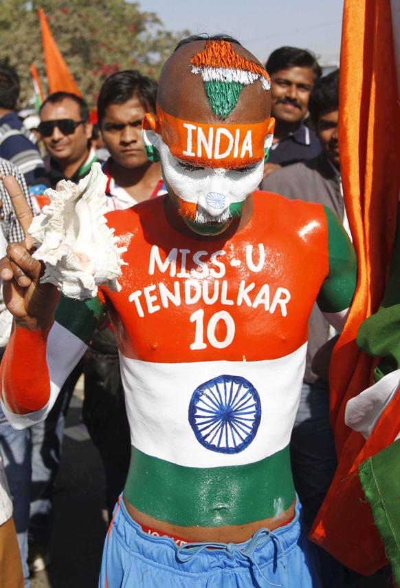 अहमदाबाद में भारत-पाकिस्तान टी-20 मैच से पहले सचिन तेंदुलकर का एक प्रशंसक।