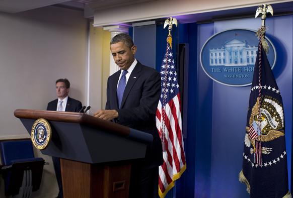 ह्वाइट हाउस के ब्रीफिंग रूम में राष्ट्रपति बराक ओबामा अर्थव्यवस्था पर बयान देते हुए।