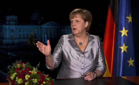 बर्लिन में नव वर्ष का संदेश रिकॉर्ड कराने के बाद जर्मनी की चांसलर एंजेला मर्केल।
