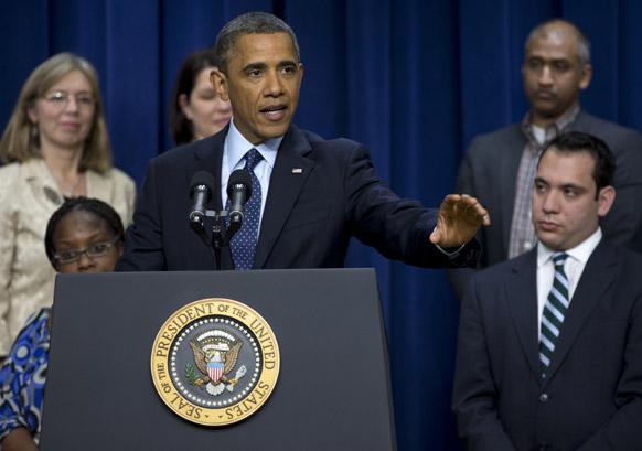 वित्तीय मामले पर संबोधित करते अमेरिकी राष्ट्रपति बराक ओबामा।