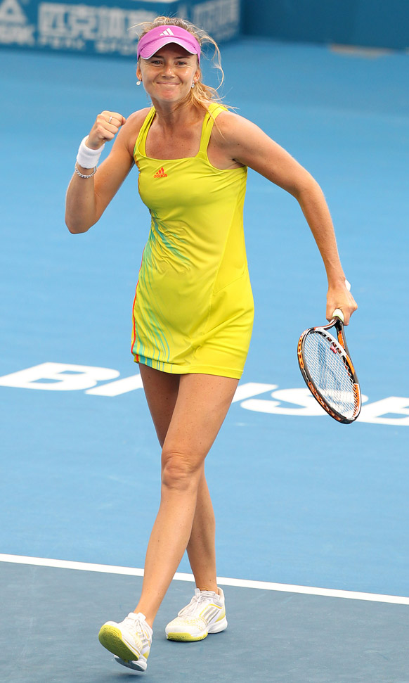 ब्रिसबेन टेनिस टूर्नामेंट में सारा इरानी को हराने के बाद खुशी जाहिर करती डेनिएल हांतुक्चोवा।