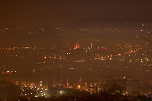 एथेंस के आसमान पर छाई धुंध।