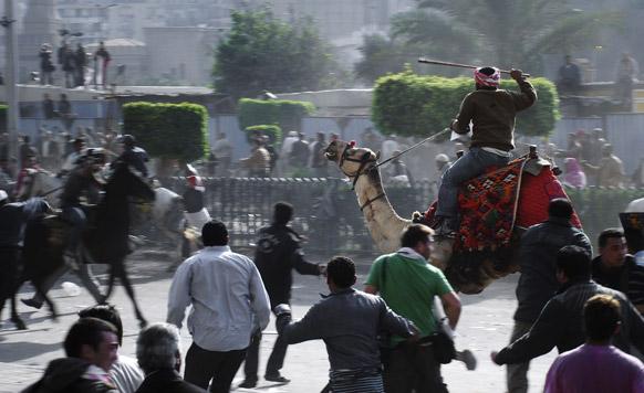 मिस्र के काहिरा में होस्नी मुबारक के समर्थक।