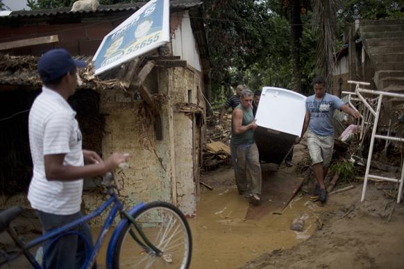 ब्राजील में बाढ़ से तबाही के बाद का दृश्य।